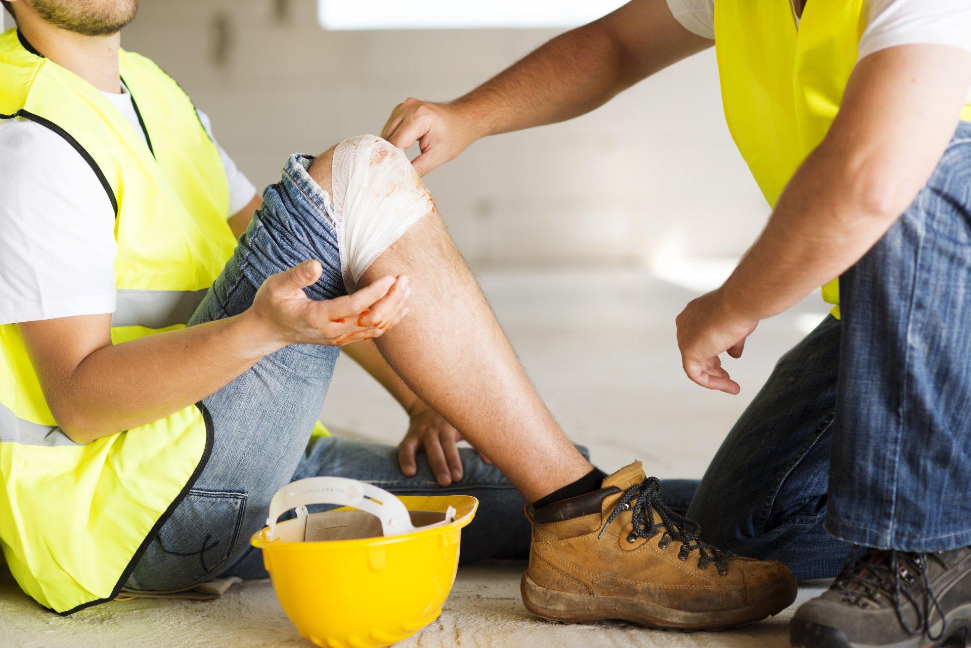 обучение по охране труда, промышленной безопасности, безопасности строительства и других видах обучения, по оказанию первой мединской помощи пострадавшим на производстве